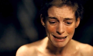 anne-hathaway-short-hair-crying-in-les-miserables-2012